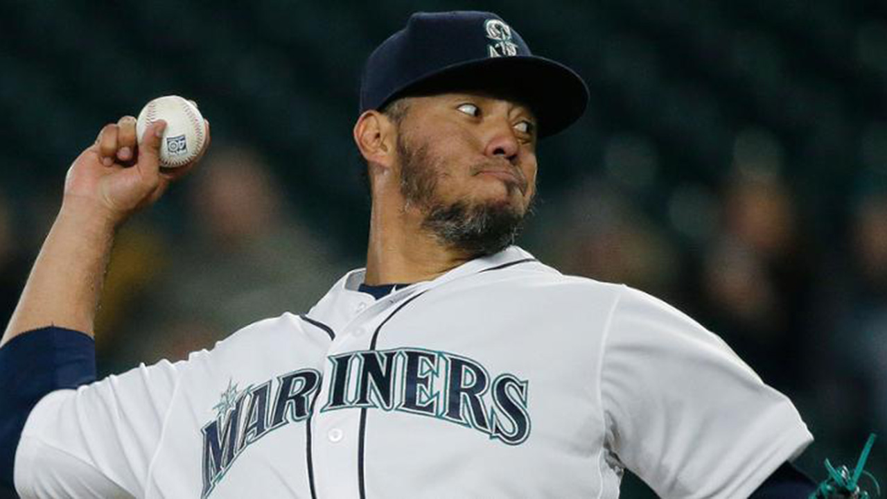 Marineros se salvan de no-hitter en derrota vs. Marlins